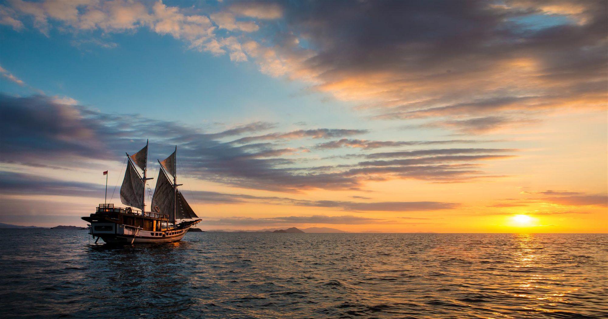 sailing cruise by plataran